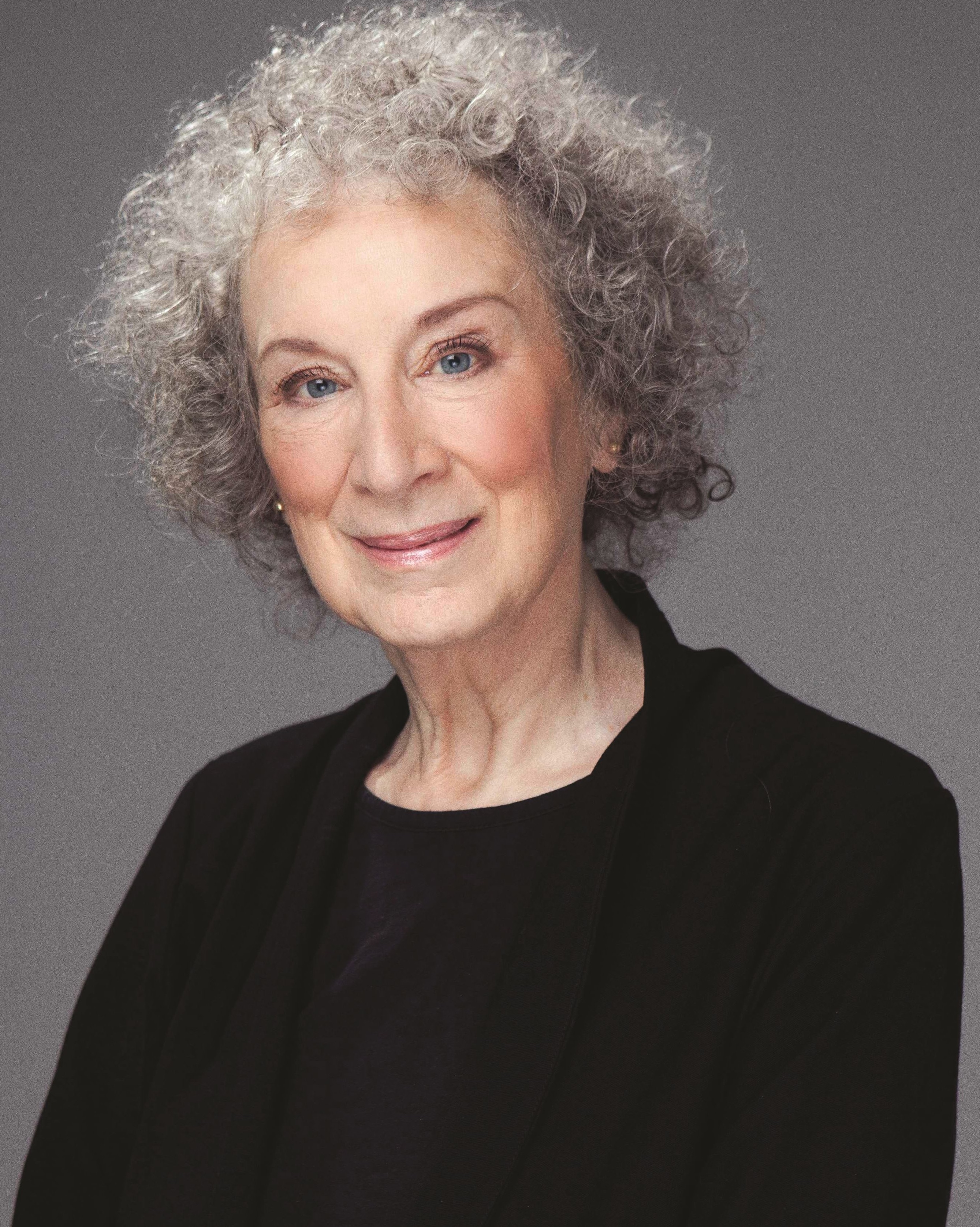 margaret atwood list of essays Literary works of margaret atwood margaret atwood is an acclaimed poet, novelist, and short story writer with such a variety of works in different types of writing, it is difficult to grasp every aspect of atwood's purpose of writing.